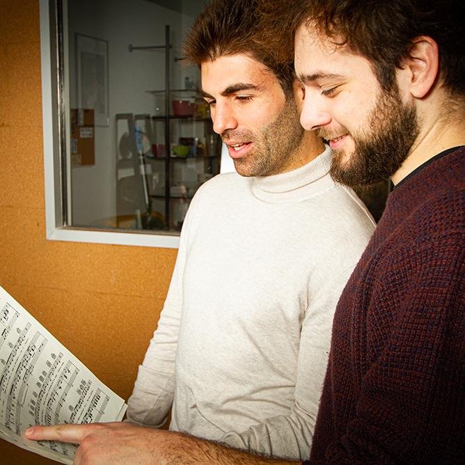 http://vocalcoachbarcelona.com/wp-content/uploads/2020/02/CLASE-COMPARTIDAS-01.jpg