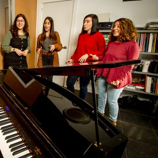http://vocalcoachbarcelona.com/wp-content/uploads/2020/02/ENSAMBLE-VOCAL-01-320x320.jpg